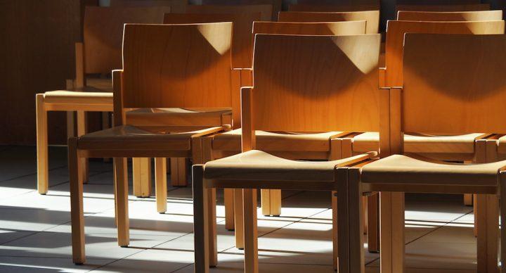 Stuehle Hl Kreuz (Foto: Kathrin Happe)