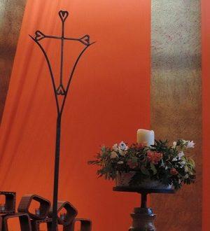 Kreuz in der Kirche der Versöhnung in Taizé