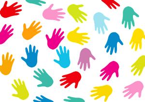 viele Hände in verschiedenen Farben im Kreis angeordnet
