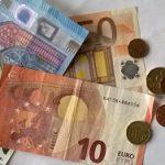 Geldscheine und Geldstücke